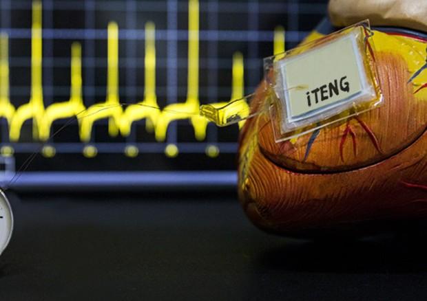 Il pacemaker che si alimenta con il battito cardiaco (fonte: Zhou Li) © Ansa