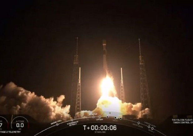 Partiti i satelliti Starlink da Cape Canaveral