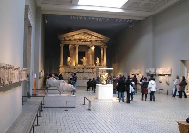 La ricostruzione del monumento delle Nereidi del 390 a.C., nella sala 17  del British Museum di Londra © ANSA