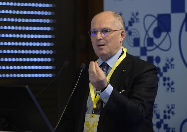 Coronavirus, Ricciardi: Tornerà in autunno, rischio giovani