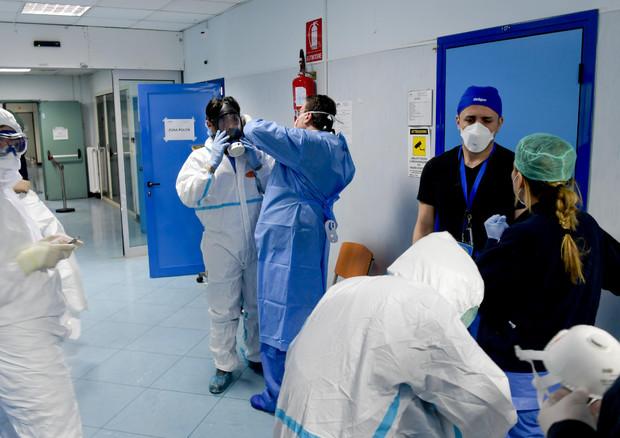 In Italia 251 nuovi contagi, ma calano i ricoverati in terapia intensiva