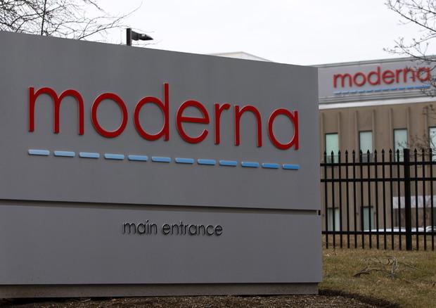 Vaccino, Moderna è la prima azienda a raggiungere l'ultima fase del test