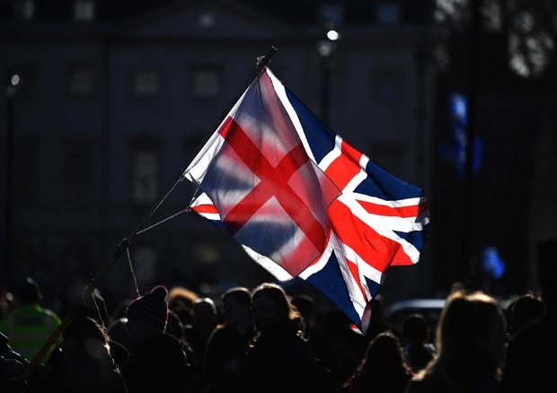 Brexit: azione legale contro Londra (che tirerà diritto)