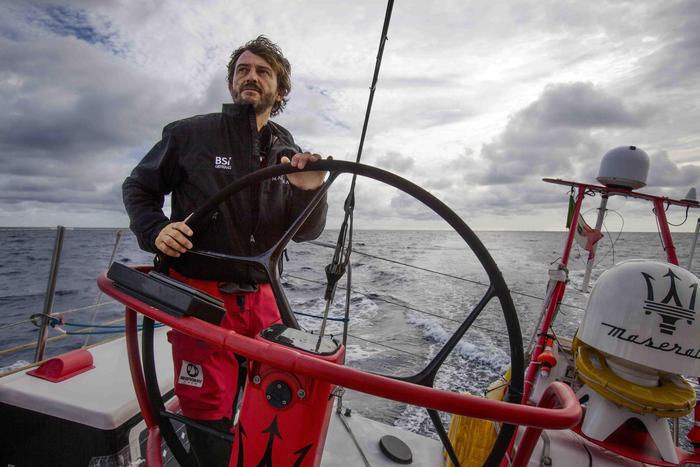 Pannello Solare Barca A Vela : Energia soldini crea pannello solare portatile per barca