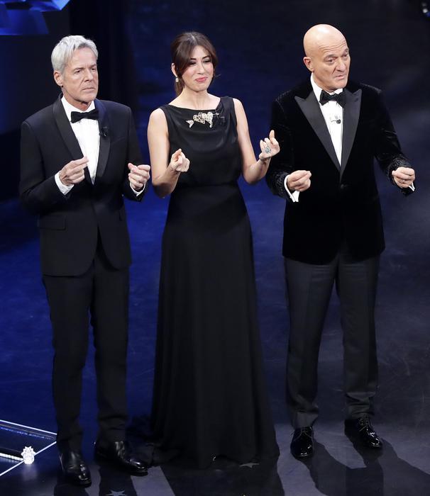 93ec2fd6e8 Le pagelle ai look di Sanremo 2019 - seconda serata - Moda - ANSA.it