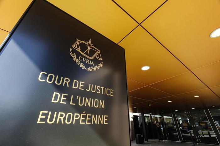 Il Tribunale Ue conferma la nullità del marchio dell'Adidas
