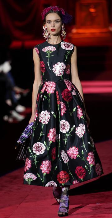 18c569a0bd656 Dolce   Gabbana a Milano moda celebra l eleganza e il fatto a mano - Moda -  ANSA.it