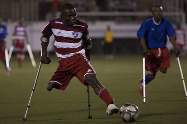 Haiti: partite di calcio per disabili, molti sono mutilati post-sisima