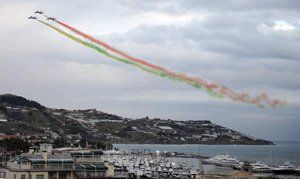 Il passaggio delle frecce tricolori su Sanremo