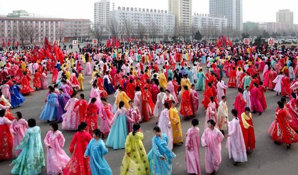 Cerimonia in Corea del Nord per celebrare il compleanno del leader