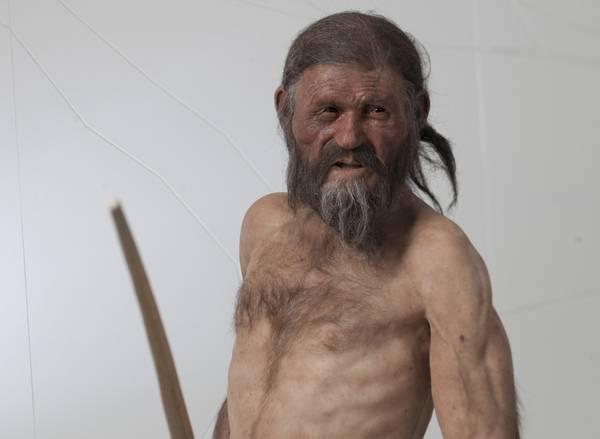 Foto il 39 39 nuovo 39 39 oetzi in mostra a bolzano foto for Modelli di caverna dell uomo