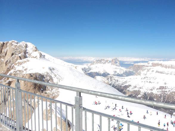 Marmolada, terrazza con vista su Dolomiti - In Viaggio - ANSA.it