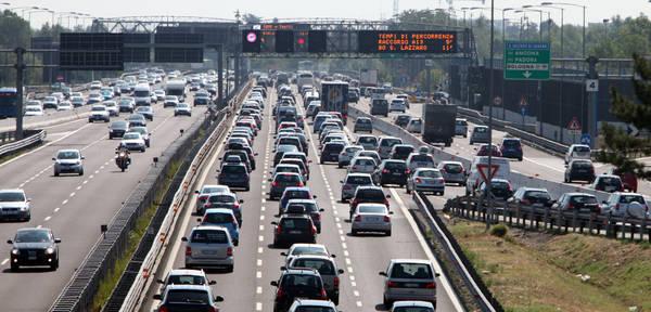 L'inquinamento dei trasporti su strada costa 15,5 mld in salute