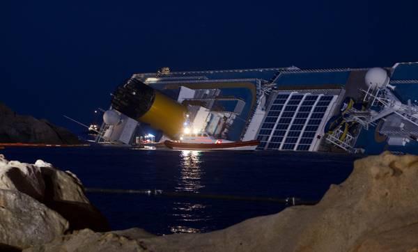 Nave costa proseguono ricerche ma e 39 corsa contro tempo for Costa neoriviera piano nave
