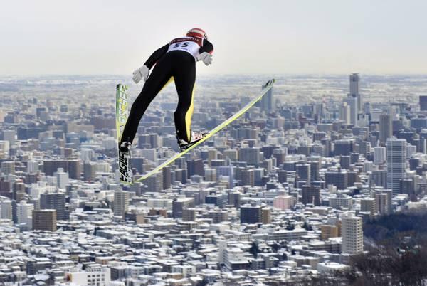 Mondiali di salto con gli sci, il tedesco Richard Freitag 'in volo' su Sapporo
