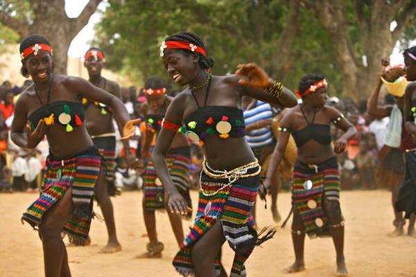 Sonorità tribali nelle danze di Carnevale nella Guinea-Bissau