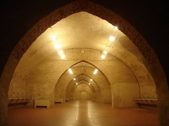 : interno delle Scuderie del castello visconteo dove fino al 16 dicembre ospitata la mostra Renoir, la vie en peinture
