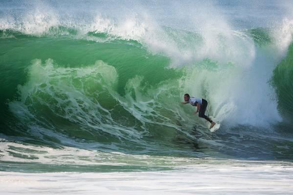 Il surfista americano Taylor Knox in azione alla 'Quiksilver Pro France', a Hossegor, in Francia
