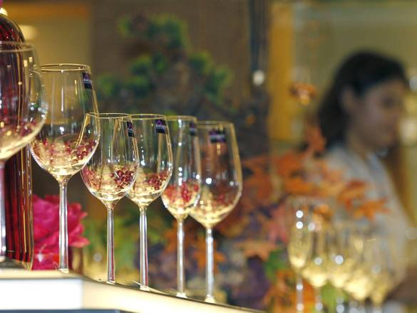 The crystal wine glass market