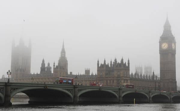 Il fascino di Londra avvolta dalla nebbia