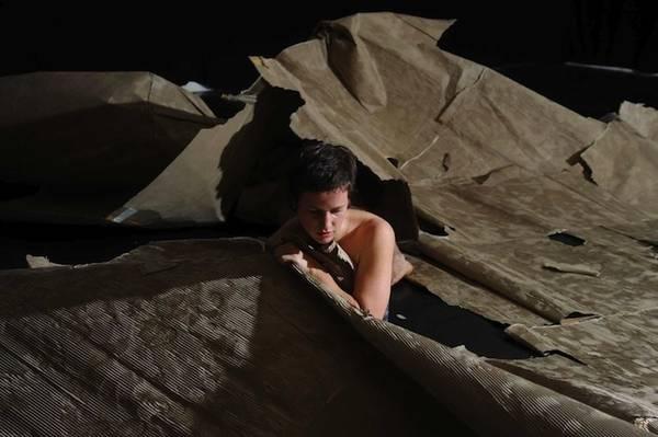Iris-Erez,Homesick-foto-di-Itay-Marom-bassa