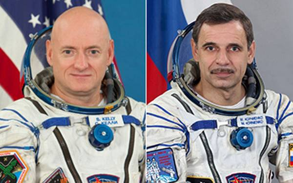 Da sinistra: l'astronauta americano Scott Kelly e il cosmonauta Mikhail Kornienko (fonte: NASA)