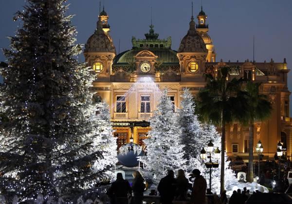 Addobbi natalizi anche per il Casino' di Monte-Carlo
