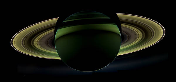 La spettacolare immagine ripresa dalla zona in ombra di Saturno, inviata dalla sonda Cassini (fonte: NASA/JPL-Caltech/Space Science Institute)
