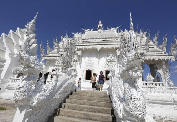 Wat Rong Khun, il tempio disegnato da un artista thailandese