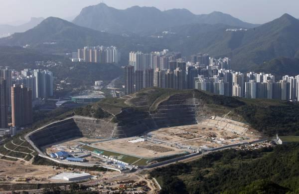 Hong Kong cerca di correre ai ripari