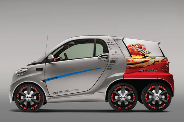A Ginevra Rinspeed Dock+Go trasforma in ibrida Smart ForTwo