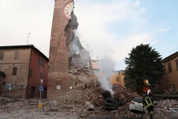 Terremoto scuote l'Emilia, vittime e ingenti danni. Il crollo di una torre a Finale Emilia