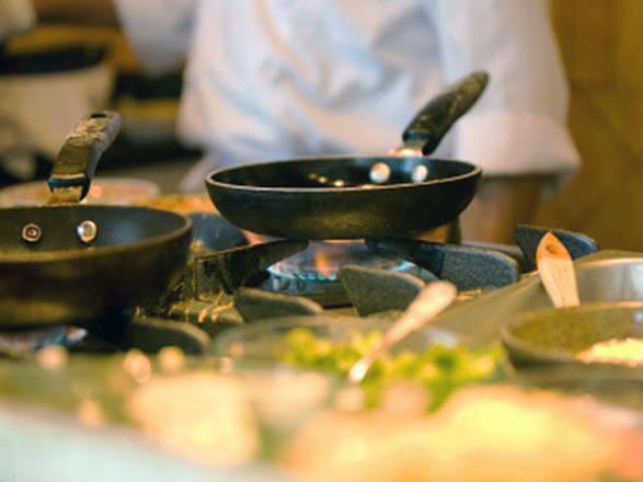 Cieco per malattia diventa chef, clienti mangiano al buio