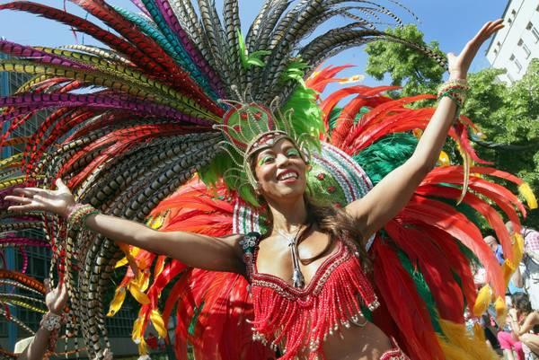 Da ben ottanta Paesi sono arrivati a Berlino per la parata Carnival of Cultures