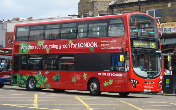 A londra presto bus rossi a due piani 100 elettrici for 30x30 piani di piani a 2 piani