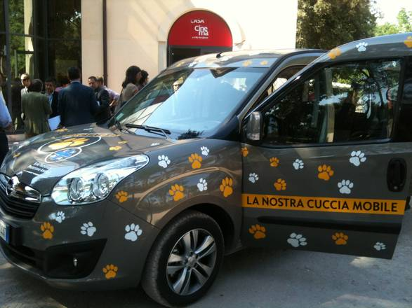 Opel lancia la prima auto con bollino 39 dog friendly for Animali domestici sequoia parco nazionale pet friendly