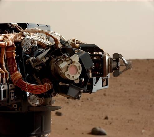 Il braccio di Curiosity visto 'dall'occhio' del rover, ossia dalla fotocamera Mast Camera (Mastcam) (fonte: NASA/JPL-Caltech/MSSS)