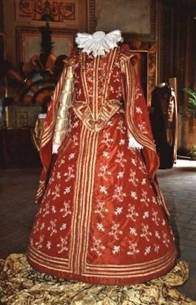 un costume della Quintana al museo di palazzo Trinci, nel centro di Foligno
