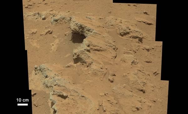 Il letto dell'antico fiume marziano scoperto dal robot laboratorio Curiosity (fonte: NASA/JPL-Caltech/MSSS)