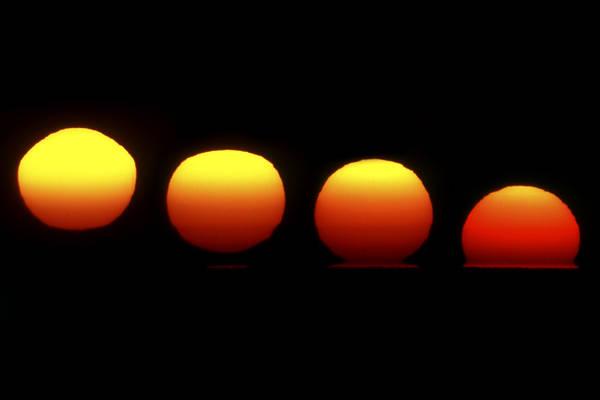 Deformazione solare, visibile in un tramonto di ottobre (fonte: Marco Meniero, http://www.meniero.it/)