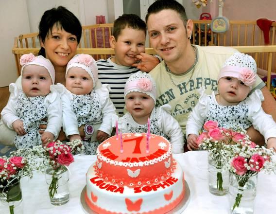 Le 4 gemelline di Lipsia compiono un anno   Photostory Curiosità