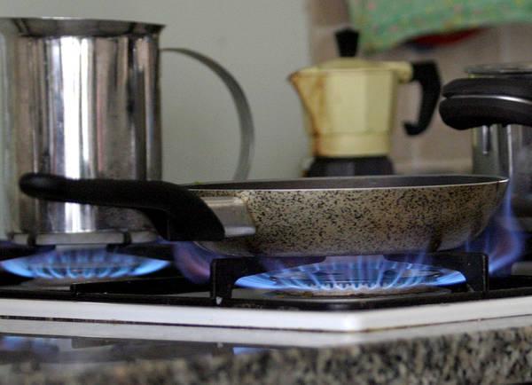 Eco cucina 10 consigli del wwf per risparmiare energia - Consumo gas cucina ...