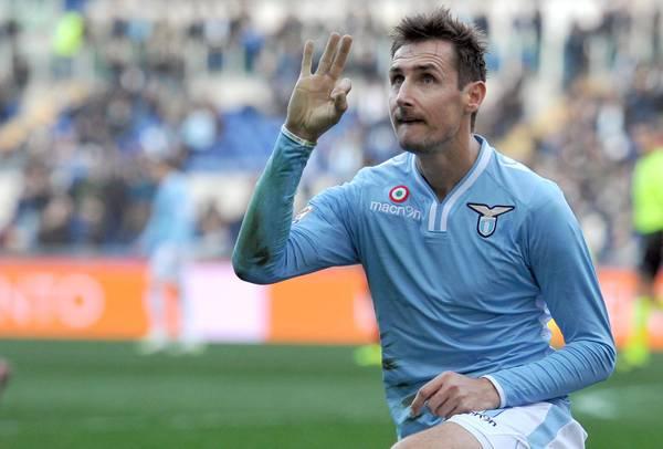 La Lazio ritrova la vittoria contro un Livorno acquiescente. Klose sigla la doppietta (2-0)
