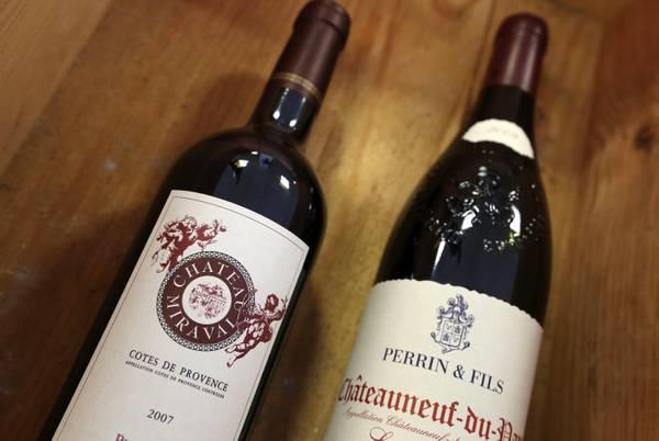 Crisi francia hollande mette in vendita vino dell 39 eliseo for Bottiglia in francese