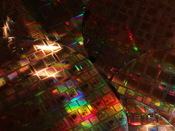 I sei wafer di silicio prodotti assemblando diversi chip (fonte: Esa - Agustin Fernandez Leon)