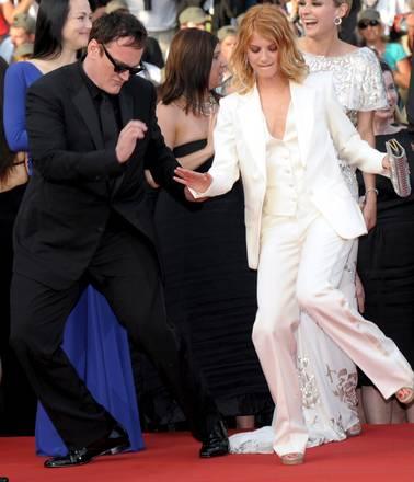 Quentin Tarantino e l'attrice francese Melanie Laurent ballano in ...