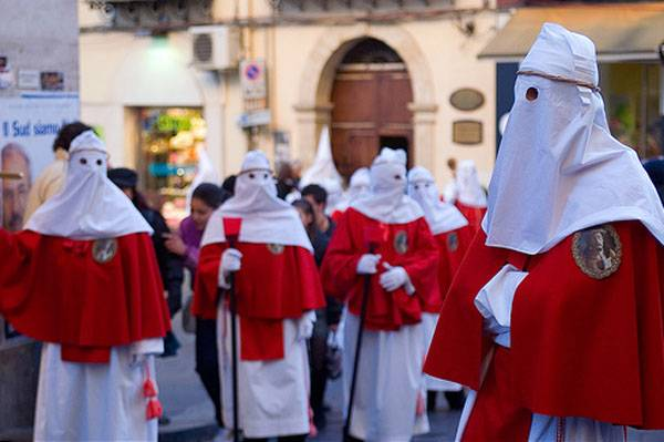 Sicilia, gli Incappucciati di Enna
