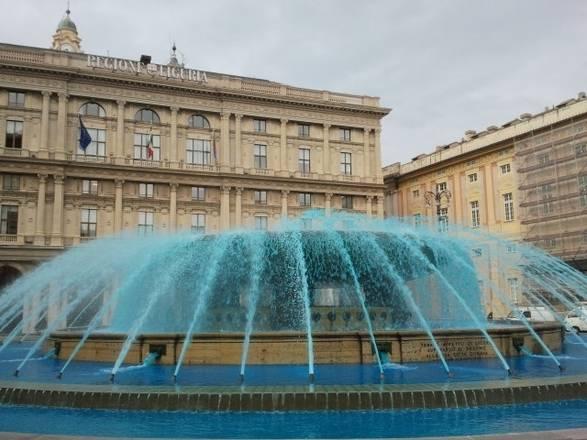 Autismo, fontana De Ferrari e' blu