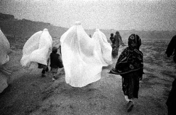 immagini di donne in kosovo