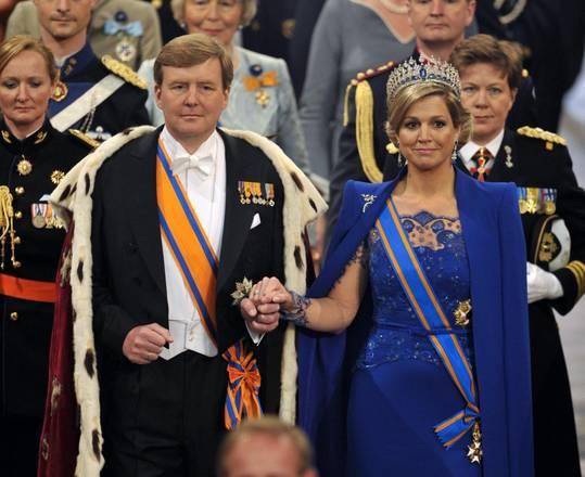 Il re Guglielmo Alessandro e la regina Maxima durante la cerimonia di investitura